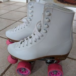 Shoes - White and pink roller skates